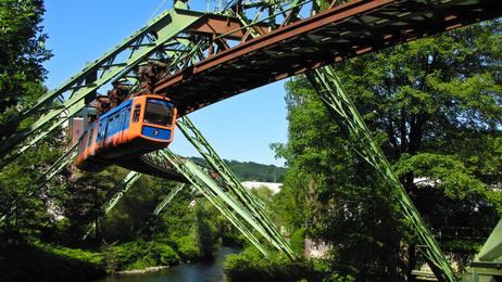 Wuppertal, seine Schwebebahn und die kleine Elefantendame Tuffi
