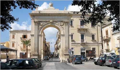Bild der Porta Reale in Noto, Sizilien